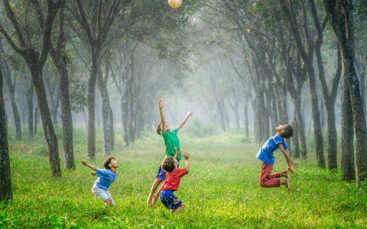 Find lækkert tøj til de aktive børn på Childhood1979.com